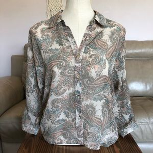 Beautiful sheer button up 3/4 sleeve